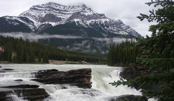 Montanhas rochosas do Canadá um espetáculo da natureza