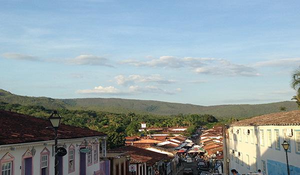 Pirenópolis quantos km de Goiânia? Ou ir via Brasília?