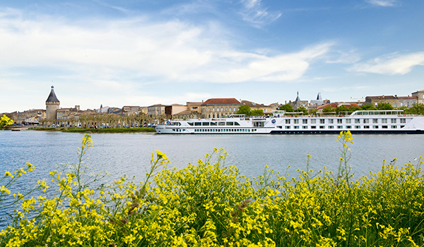 França a bela região de vinhos de Aquitaine: Bordeaux e outras cidades