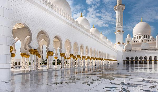 Abu Dhabi: deserto, arquitetura arrojada e cultura nos Emirados Árabes