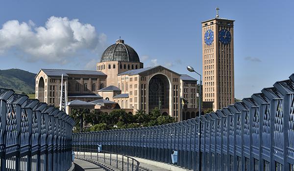 Aparecida: Santuário Nacional e Hotel Rainha do Brasil