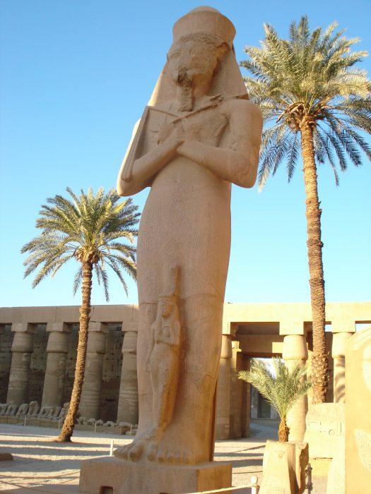 Egito pontos turísticos: pirâmides, cruzeiro pelo Rio Nilo, templos e cultura.