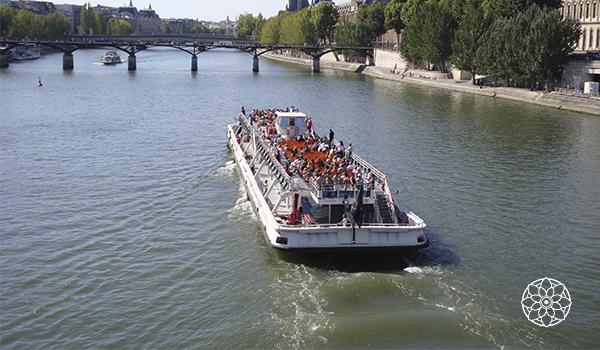 Paris é sempre encantadora: bela arquitetura, jardins públicos e cultura