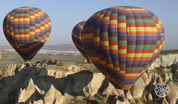 Capadócia na Turquia: passeio de balão e hotéis em cavernas.