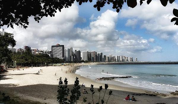 Litoral Cearense com praias entre dunas, lagoas e coqueirais